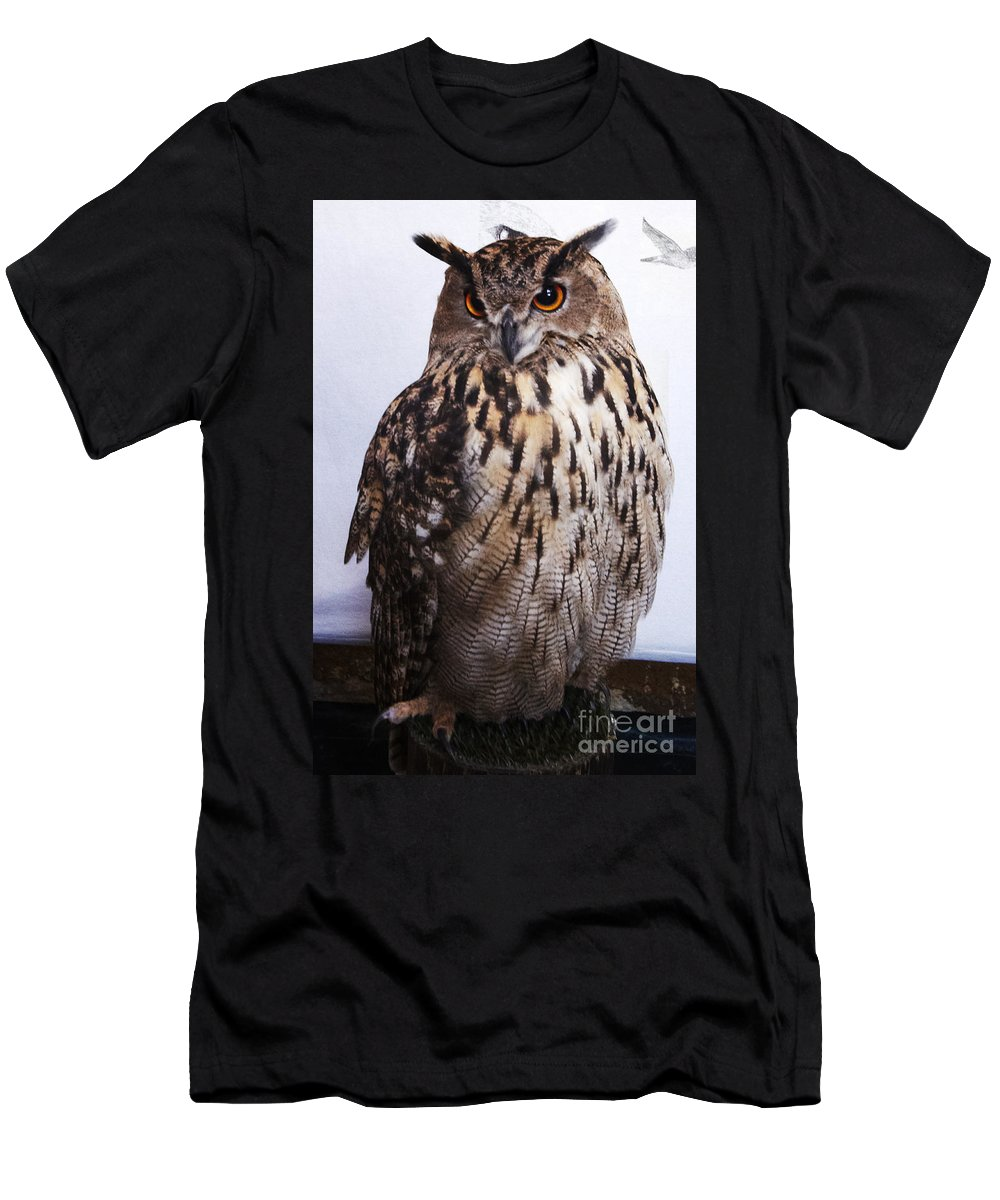 Buho Men's T-Shirt (Athletic Fit) featuring the photograph Orange Owl Eyes by Agusti Pardo Rossello