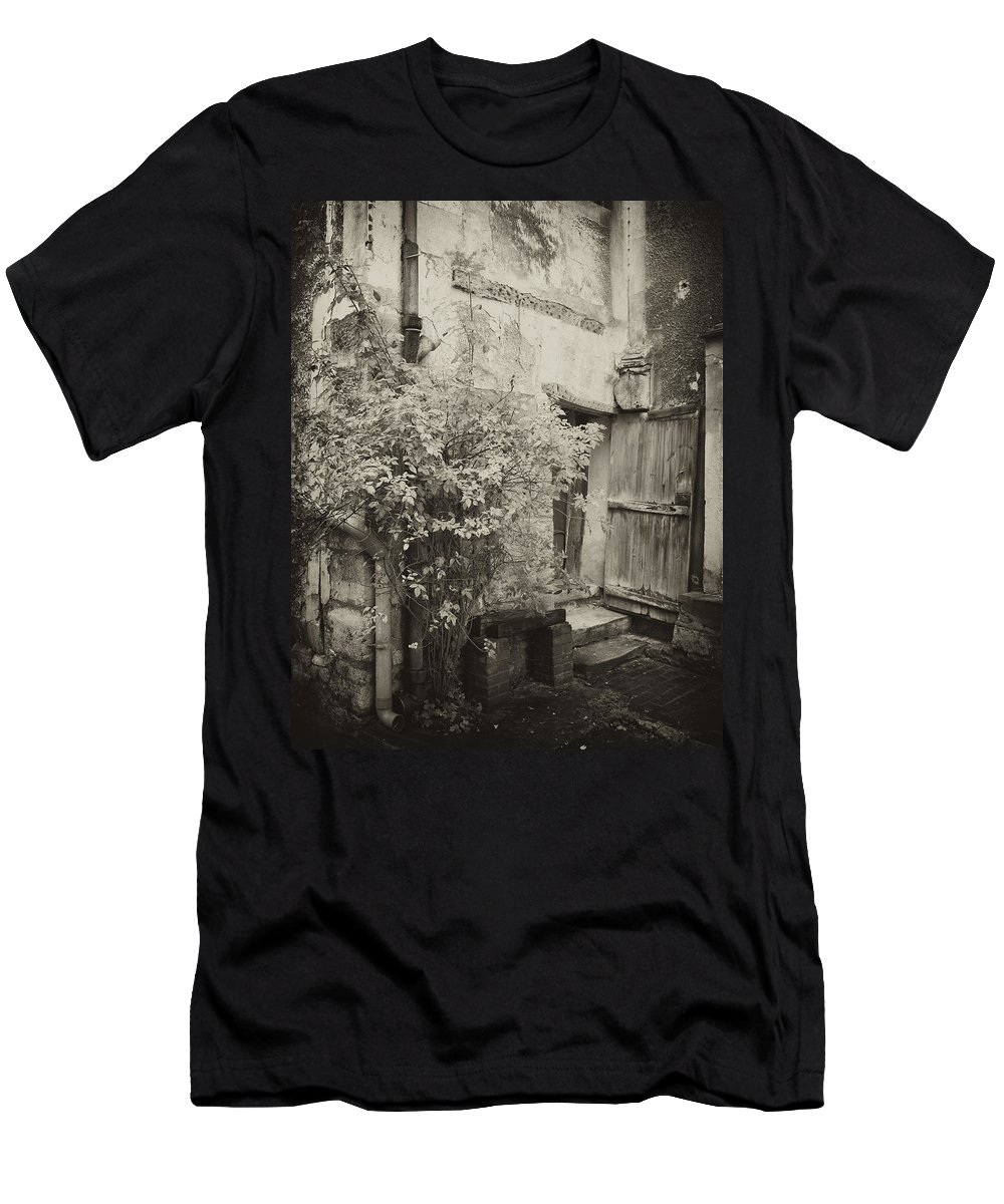 House Men's T-Shirt (Athletic Fit) featuring the photograph Renovation by Hugh Smith
