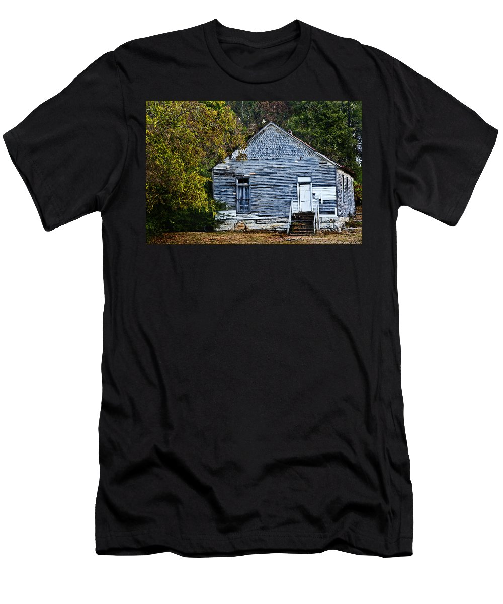 Barn Men's T-Shirt (Athletic Fit) featuring the photograph Rustic Abode by Sheri Bartoszek
