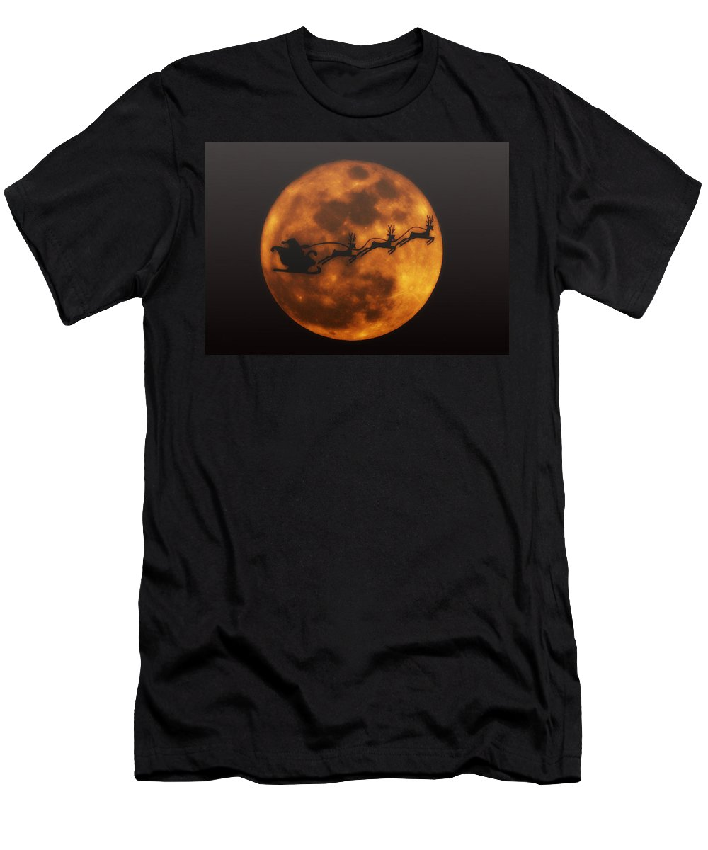 Santa Men's T-Shirt (Athletic Fit) featuring the photograph Santa Across The Sky by Bill Cannon