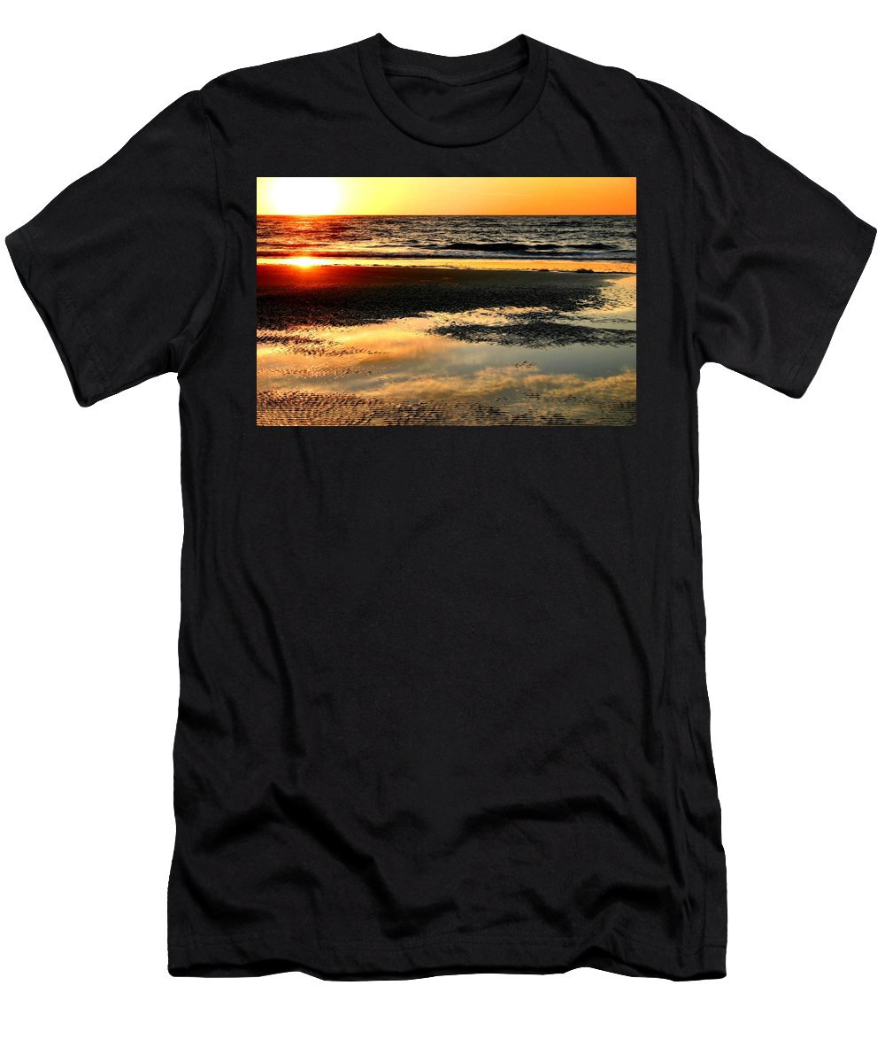 Sunrise Men's T-Shirt (Athletic Fit) featuring the photograph Sunrise In Jekyll Island by Kristin Elmquist