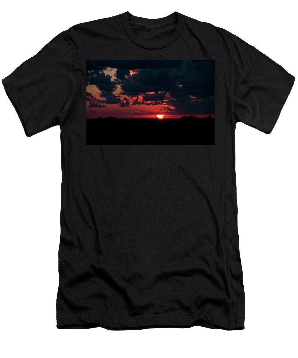Sunrise Men's T-Shirt (Athletic Fit) featuring the photograph Sunset At Chestnut Ridge 27718 by Guy Whiteley