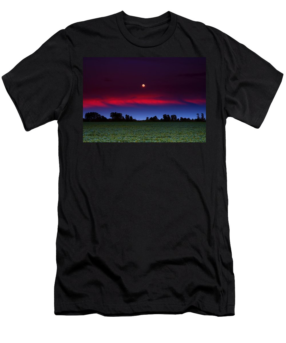 Moon Men's T-Shirt (Athletic Fit) featuring the photograph Sunset Moon by Cale Best