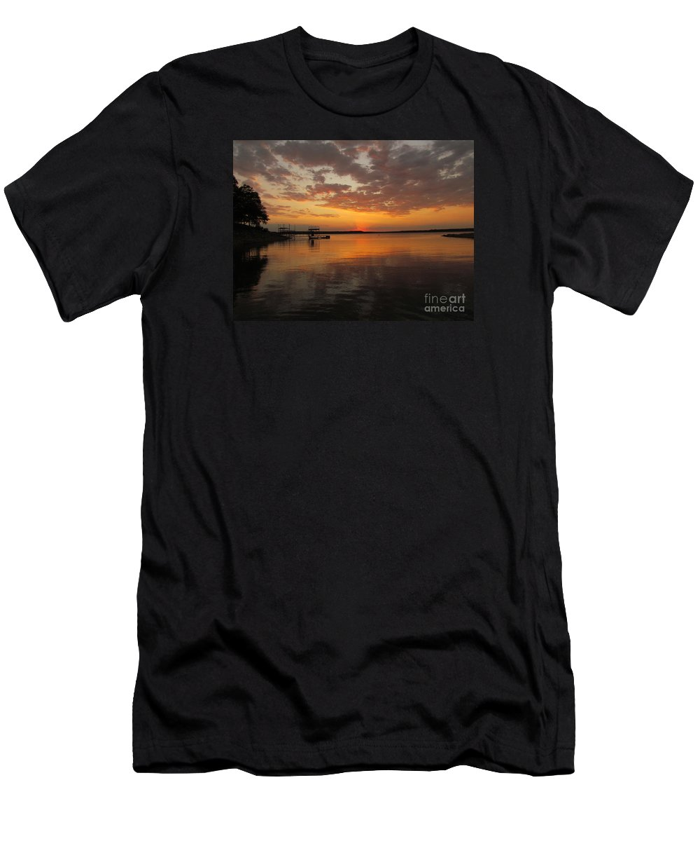 Sun Set Men's T-Shirt (Athletic Fit) featuring the photograph Sunset On The Lake by Elizabeth Harshman