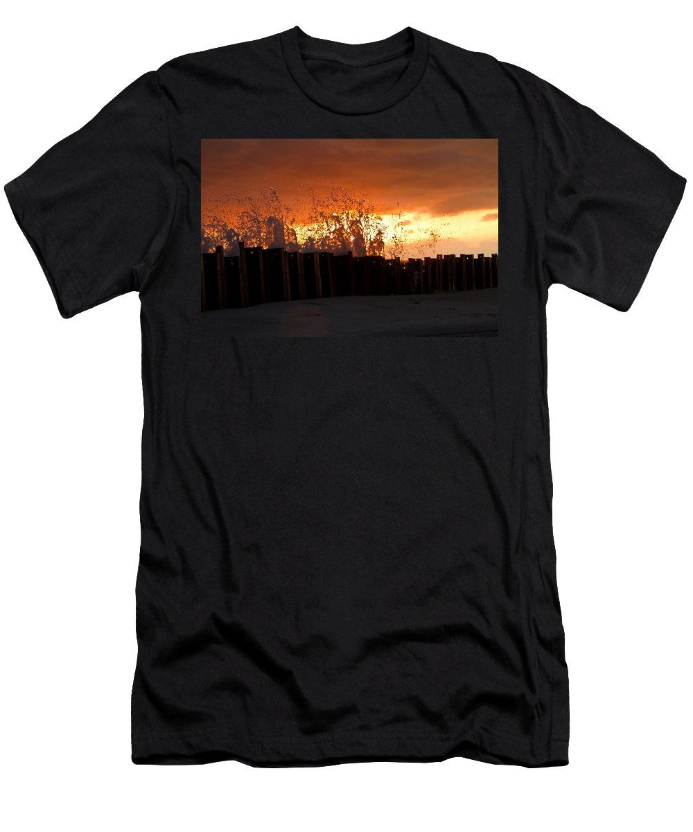 Sun Men's T-Shirt (Athletic Fit) featuring the photograph Sunset Splash 4 by Bill Lindsay