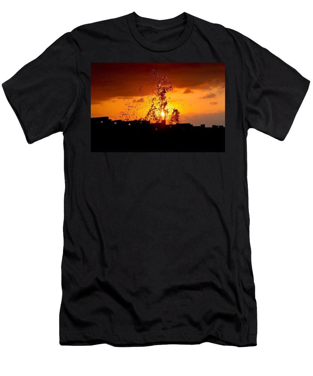 Sun Men's T-Shirt (Athletic Fit) featuring the photograph Sunset Splash 5 by Bill Lindsay