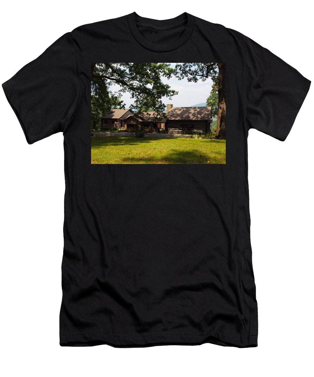 Cabin Men's T-Shirt (Athletic Fit) featuring the photograph Tom's Cabin In Newport by Robert Margetts