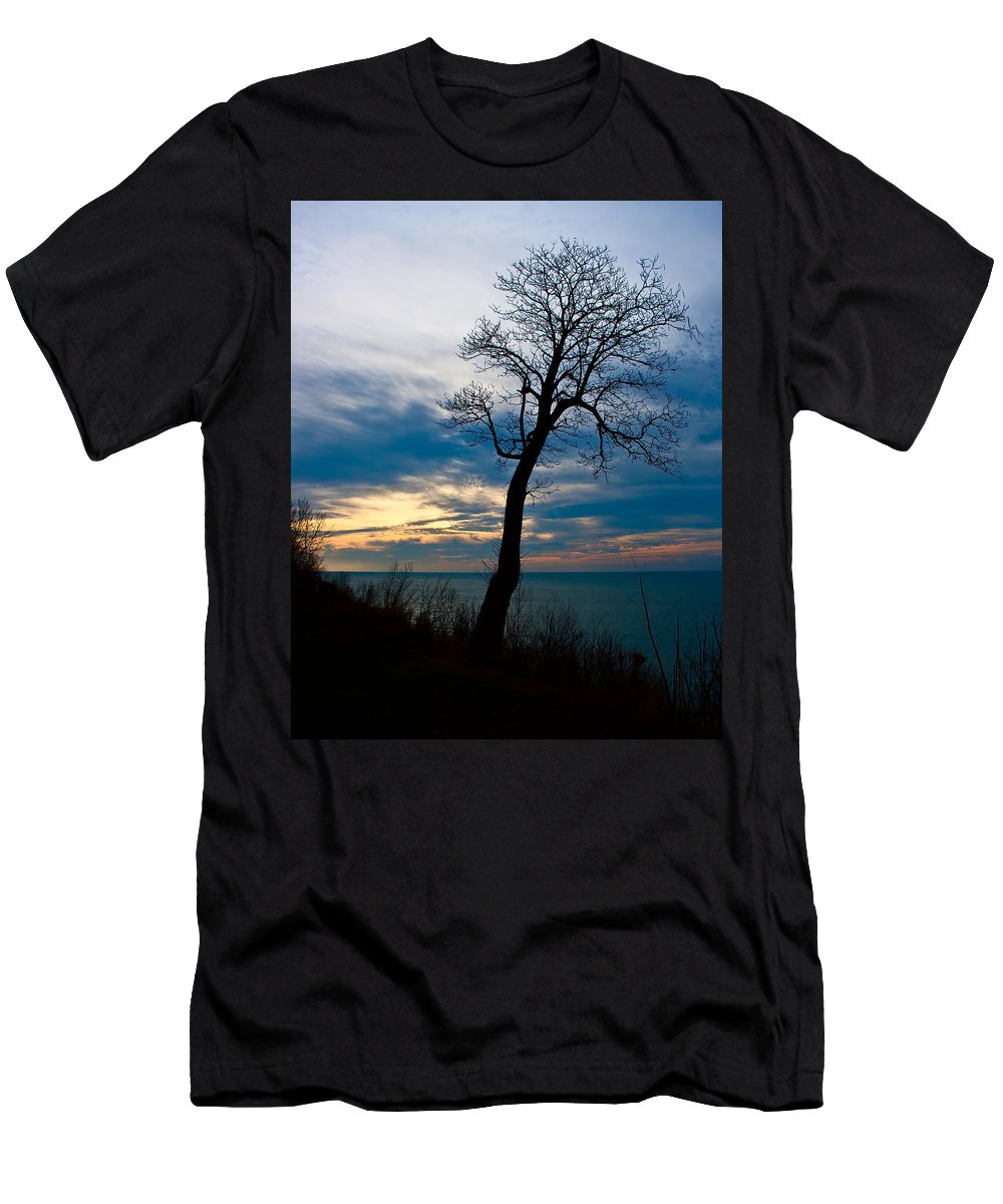 Sunset Men's T-Shirt (Athletic Fit) featuring the photograph Tree Of Peace by Scott Wood