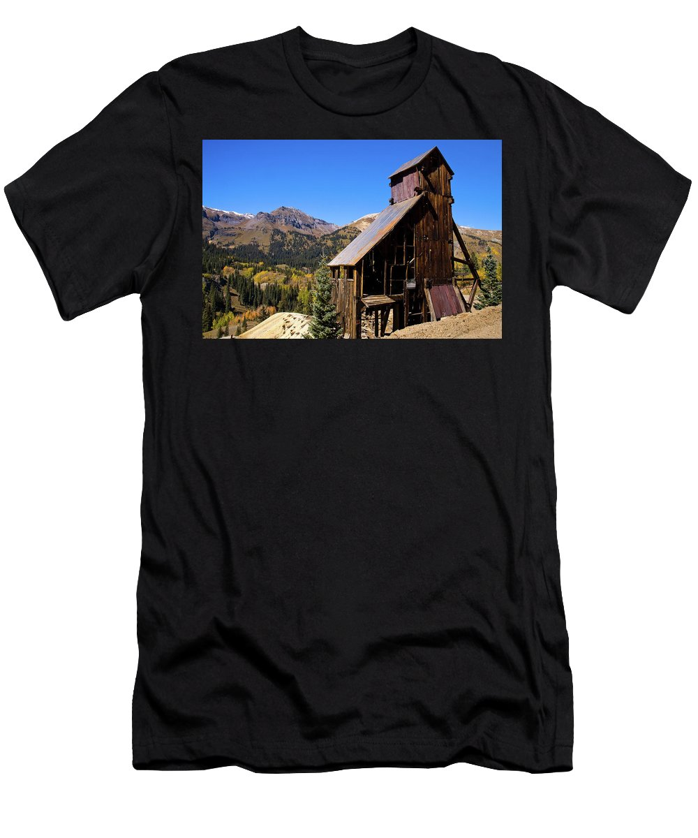Colorado Men's T-Shirt (Athletic Fit) featuring the photograph Yankee Girl Mine by Steve Stuller