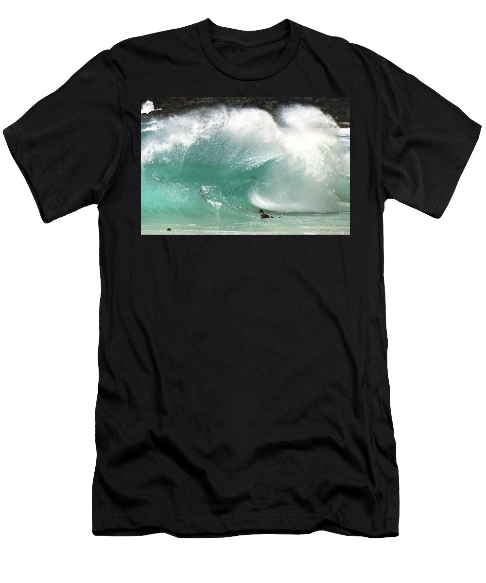 Hawaii Men's T-Shirt (Athletic Fit) featuring the photograph Sandy Beach Shorebreak by Kevin Smith