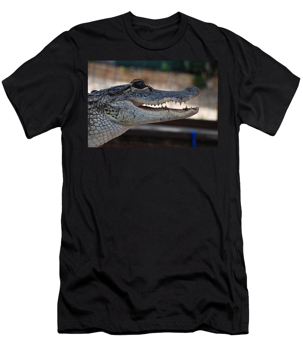 Macro Men's T-Shirt (Athletic Fit) featuring the photograph Baby Gator by Rob Hans
