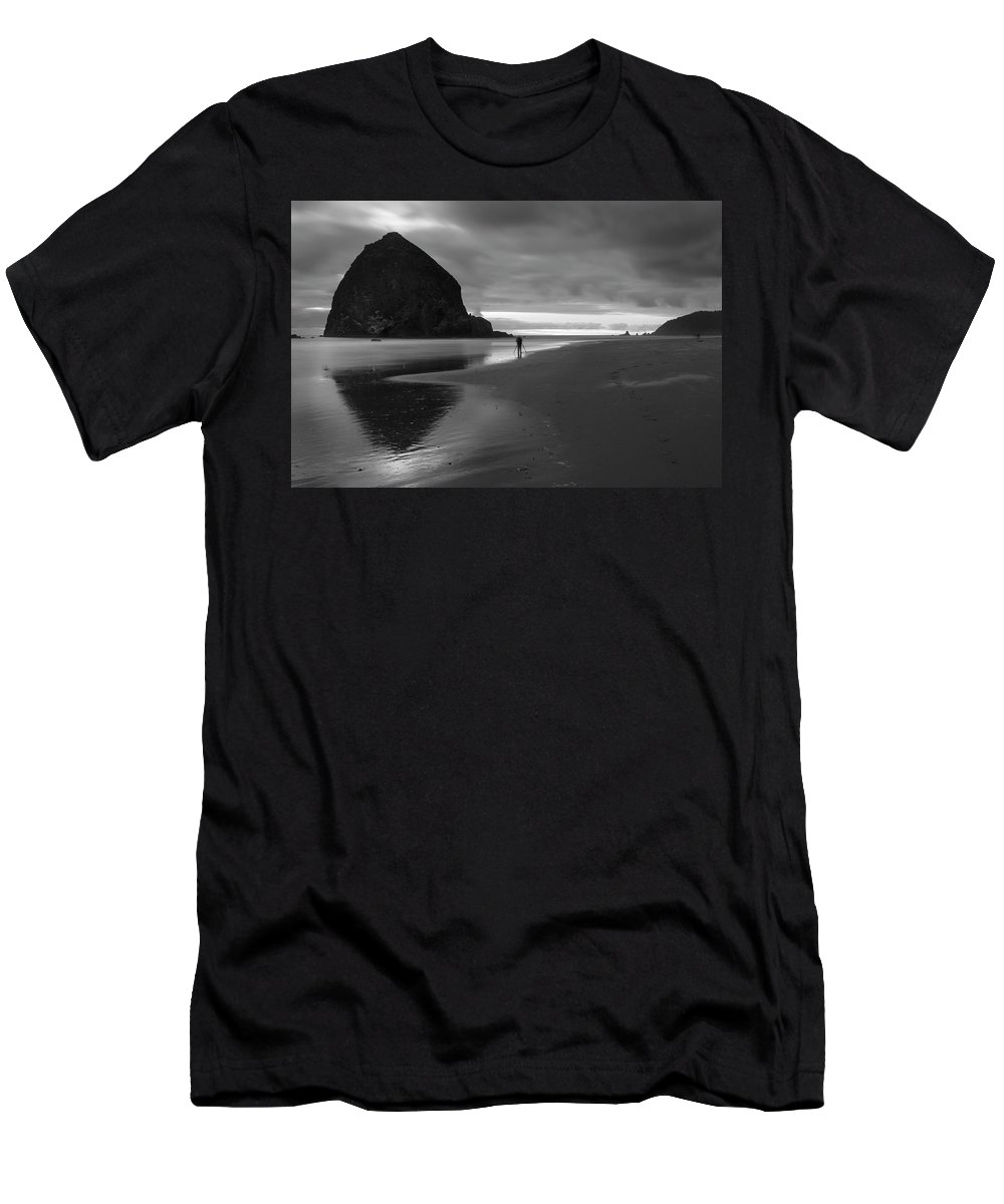 Dusk Men's T-Shirt (Athletic Fit) featuring the photograph Cannon Beach 6173 by Bob Neiman