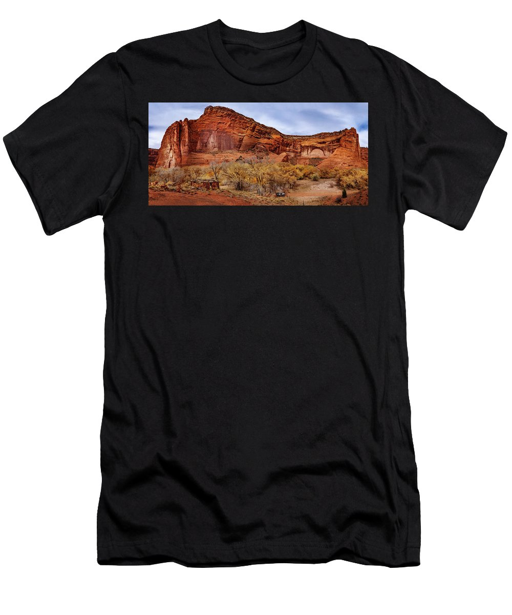 Hogan Men's T-Shirt (Athletic Fit) featuring the photograph Canyon De Chelly by Mike Penney