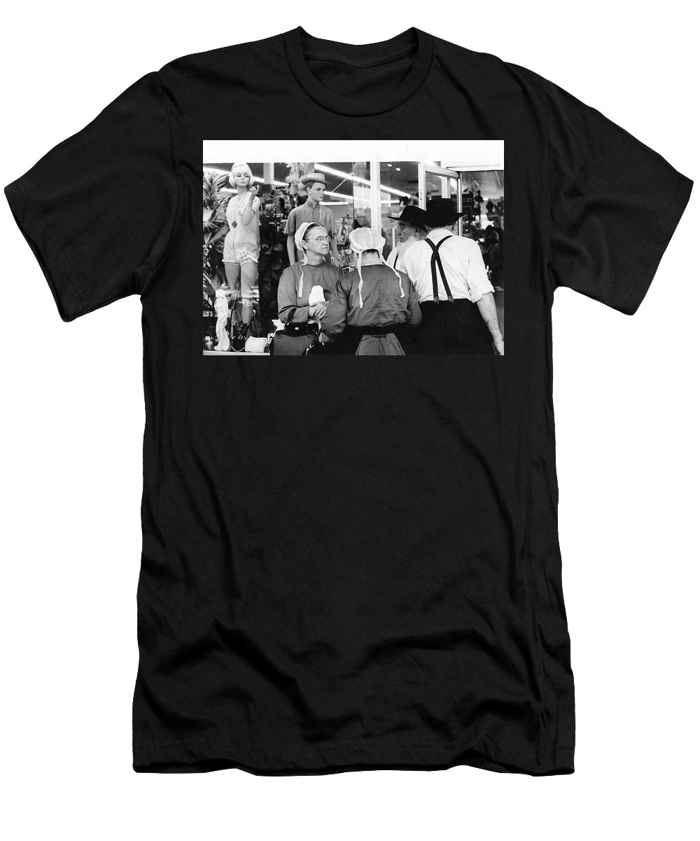 Film Homage Harrison Ford Witness 1985 Amish El Con Shopping Center Tucson Arizona 1968-2008 Men's T-Shirt (Athletic Fit) featuring the photograph Film Homage Harrison Ford Witness 1985 Amish El Con Shopping Center Tucson Arizona 1968-2008 by David Lee Guss