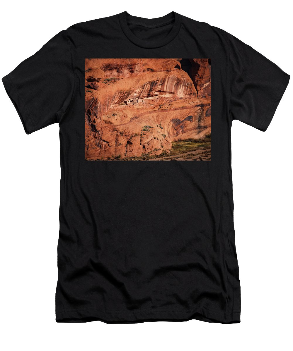 Slide House Ruin Men's T-Shirt (Athletic Fit) featuring the photograph Canyon De Chelly by Mike Penney
