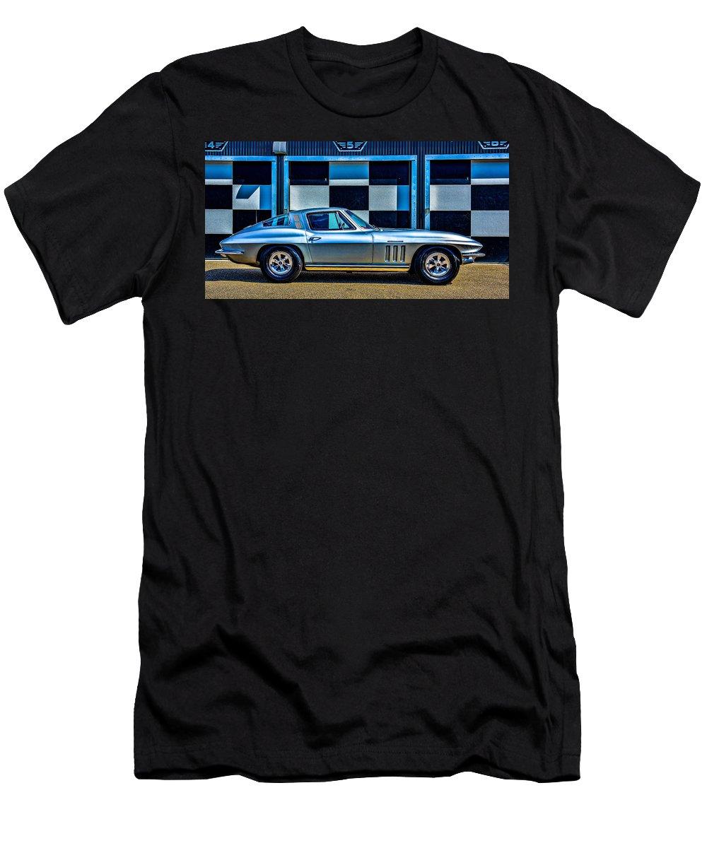 Corvette Men's T-Shirt (Athletic Fit) featuring the photograph 1965 Corvette Fuelie by Stan Dzugan