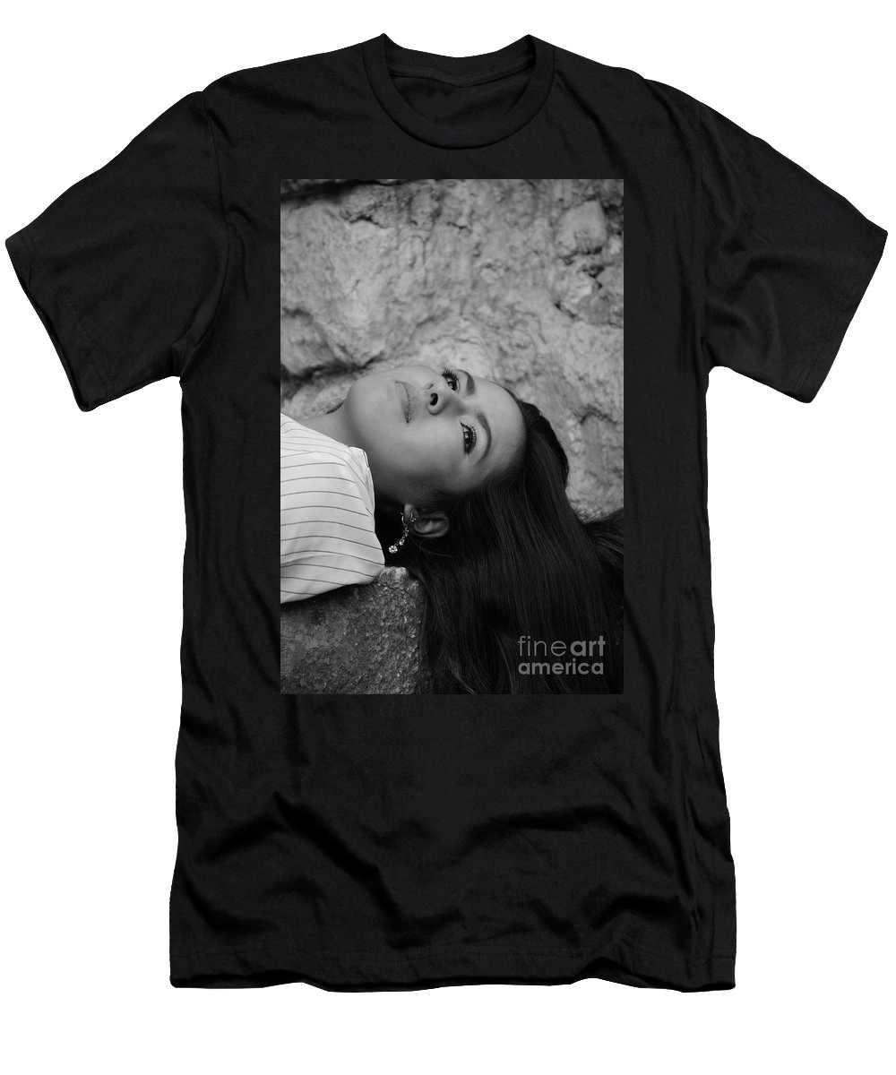 Liz Men's T-Shirt (Athletic Fit) featuring the photograph Golden Hour Senior by Photos By Zulma