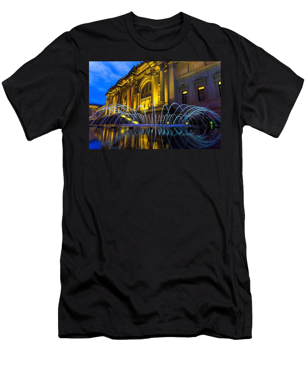 Newyork Men's T-Shirt (Athletic Fit) featuring the photograph Metropolitan Museum Of Art by Charles Chin