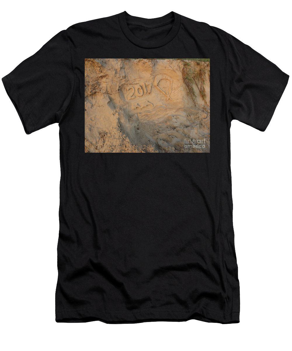 Skydive Men's T-Shirt (Athletic Fit) featuring the photograph 2017 Skydive Spi 2 by Dominique Fortier