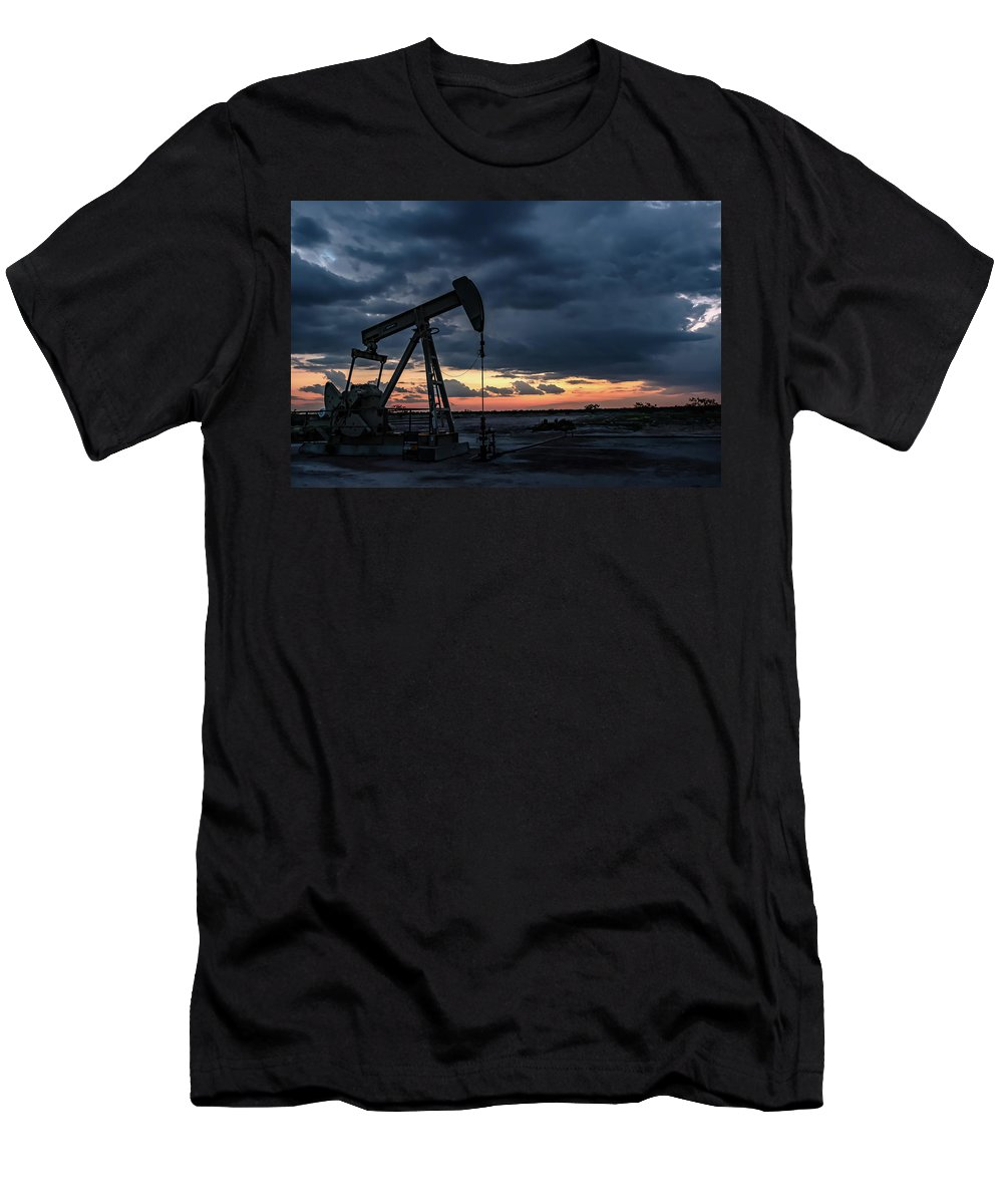 Drillers Club Men's T-Shirt (Athletic Fit) featuring the photograph 2017_08_midkiff Tx_sunset Pump Jack 4 by Brian Farmer