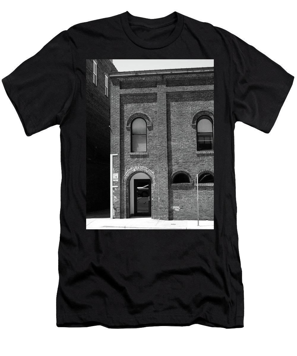 Alley Men's T-Shirt (Athletic Fit) featuring the photograph Burlington North Carolina - Arches And Alley Bw by Frank Romeo