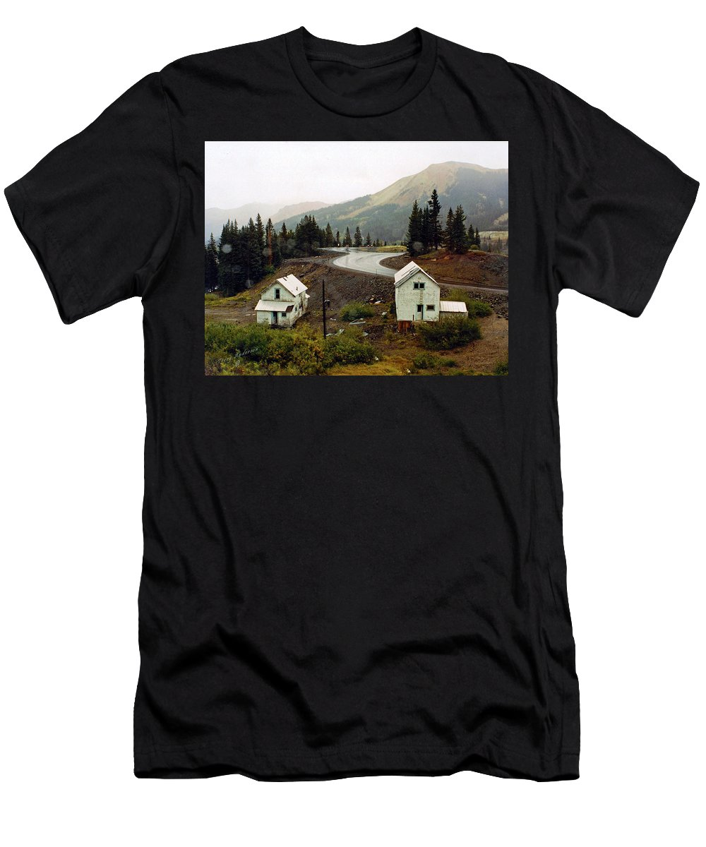 Highway Men's T-Shirt (Athletic Fit) featuring the photograph 550 In The Rain by Terry Anderson