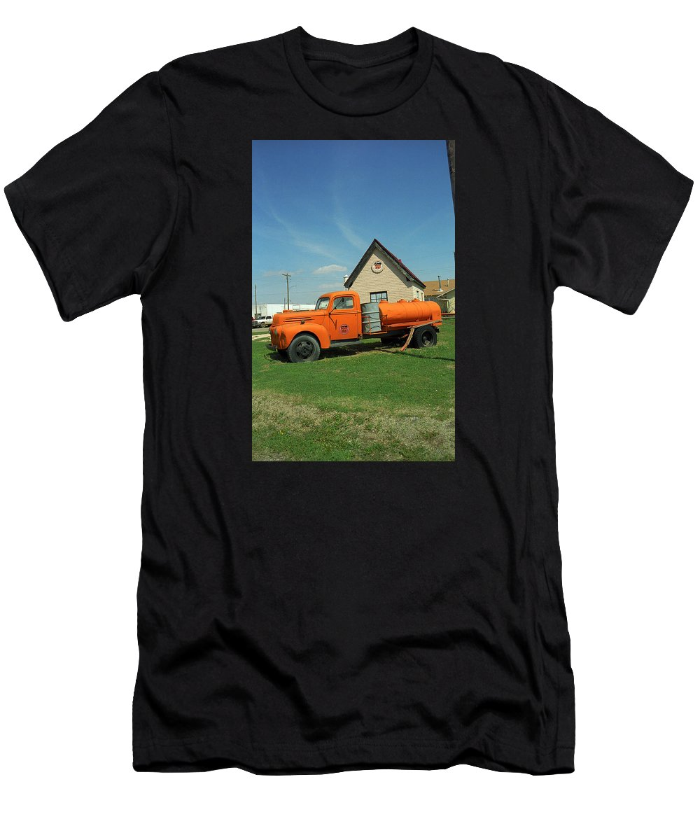 66 Men's T-Shirt (Athletic Fit) featuring the photograph Route 66 - Mclean Texas by Frank Romeo