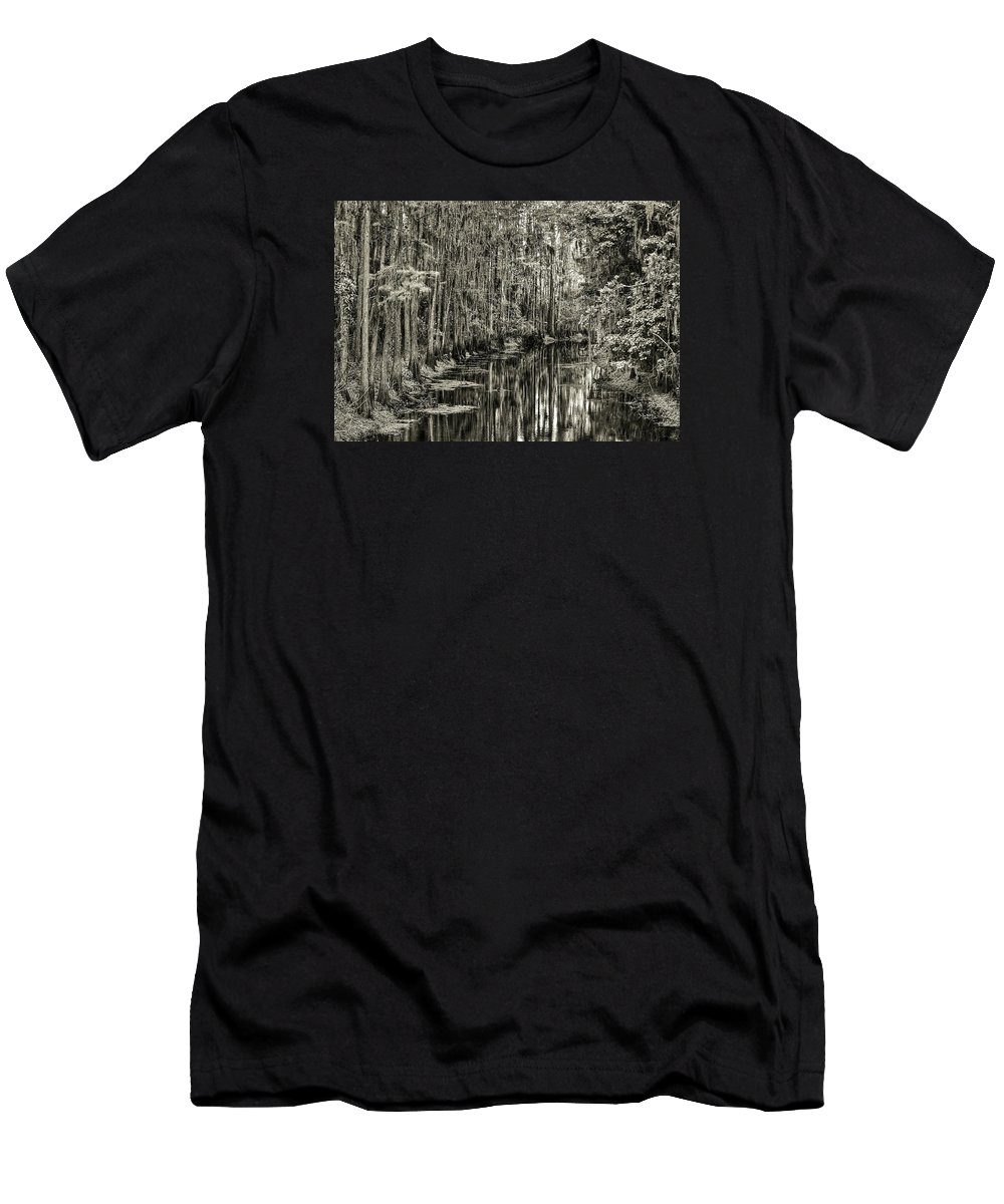 Shingle Creek Men's T-Shirt (Athletic Fit) featuring the photograph A Bend In The Creek by Dario Boriani