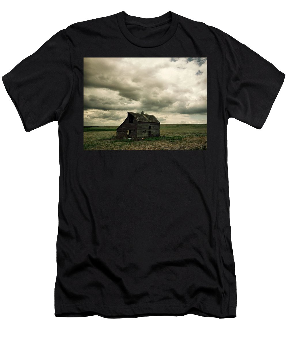 Abandoned Men's T-Shirt (Athletic Fit) featuring the photograph Abandoned Barn by Kristen Cole