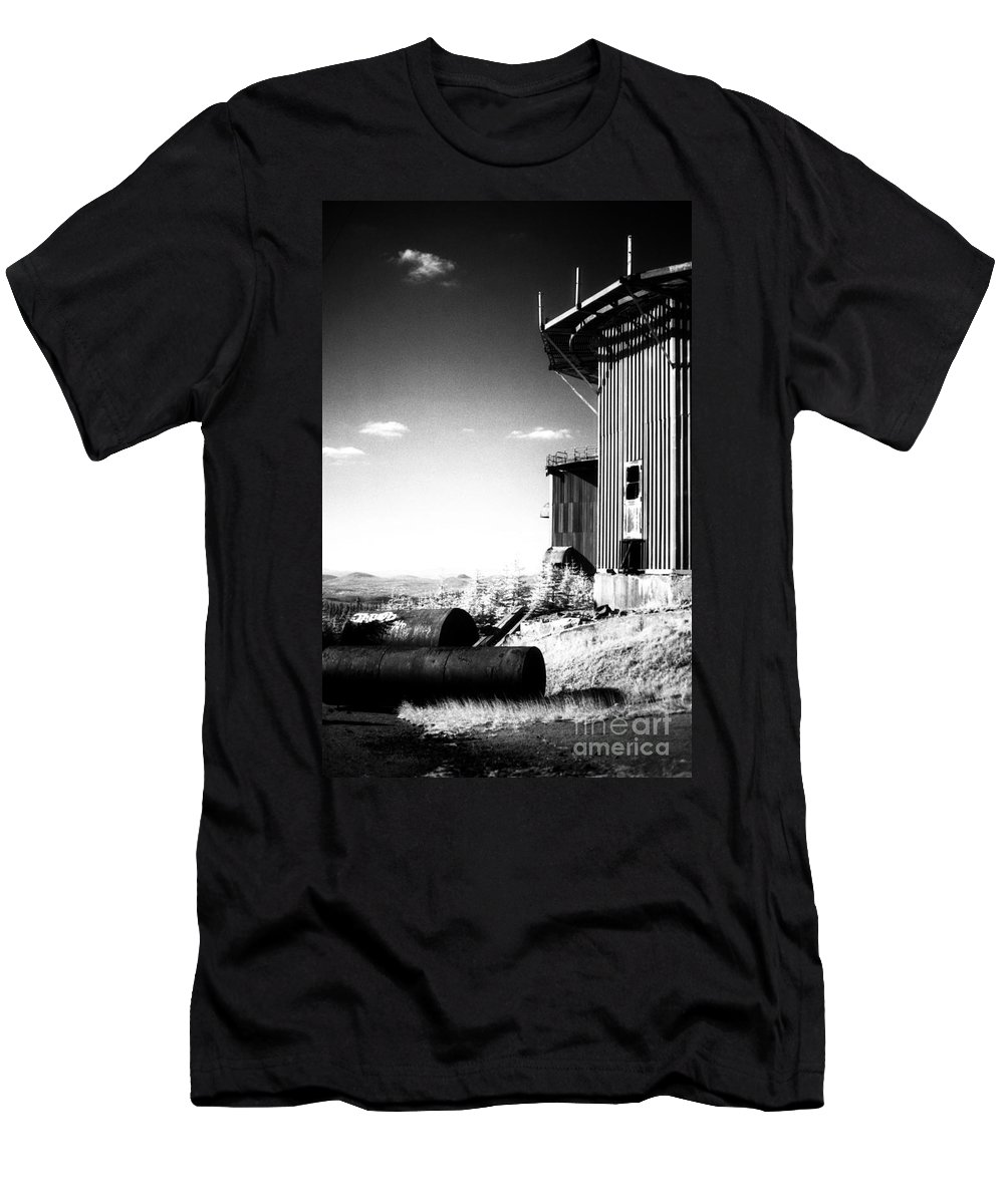 Abandoned Men's T-Shirt (Athletic Fit) featuring the photograph Abandoned Radar by Richard Rizzo