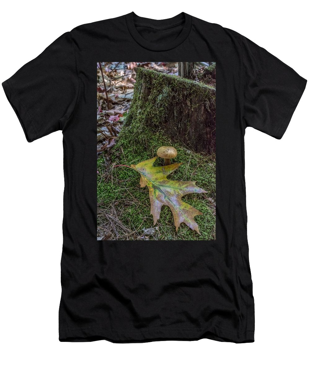 Men's T-Shirt (Athletic Fit) featuring the photograph Acorn And Oak Leaf by Robert Hayes