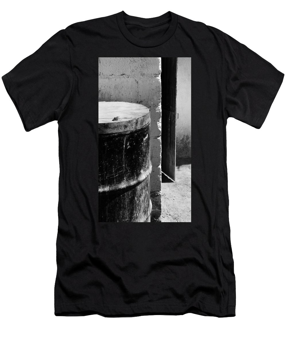 Skip Hunt Men's T-Shirt (Athletic Fit) featuring the photograph Agua by Skip Hunt