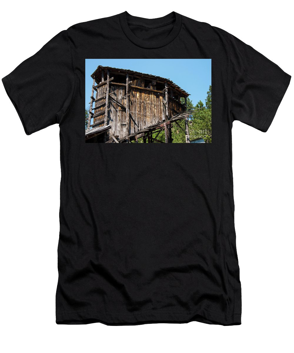 Wyoming Men's T-Shirt (Athletic Fit) featuring the photograph Aladdin Coal Tipple One by Bob Phillips