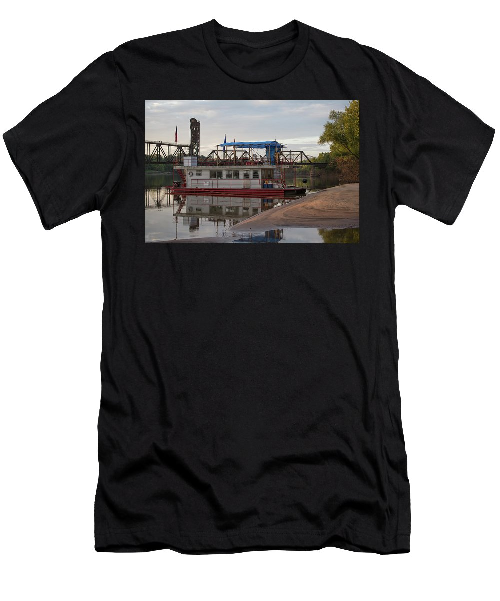 Ronnie Maum Men's T-Shirt (Athletic Fit) featuring the photograph Alexandria Anchorage by Ronnie Maum