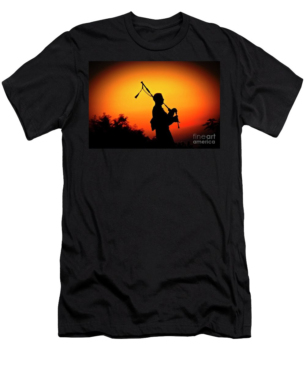 Sunset Men's T-Shirt (Athletic Fit) featuring the photograph Amazing Grace by Jim Cazel