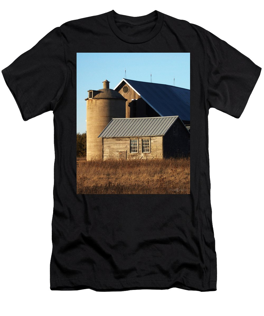 Barn Men's T-Shirt (Athletic Fit) featuring the photograph Barn At 57 And Q by Tim Nyberg