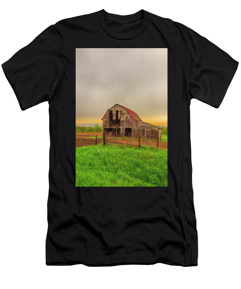 Barn Men's T-Shirt (Athletic Fit) featuring the photograph Barn In The Cloudy Sky by Terri Morris