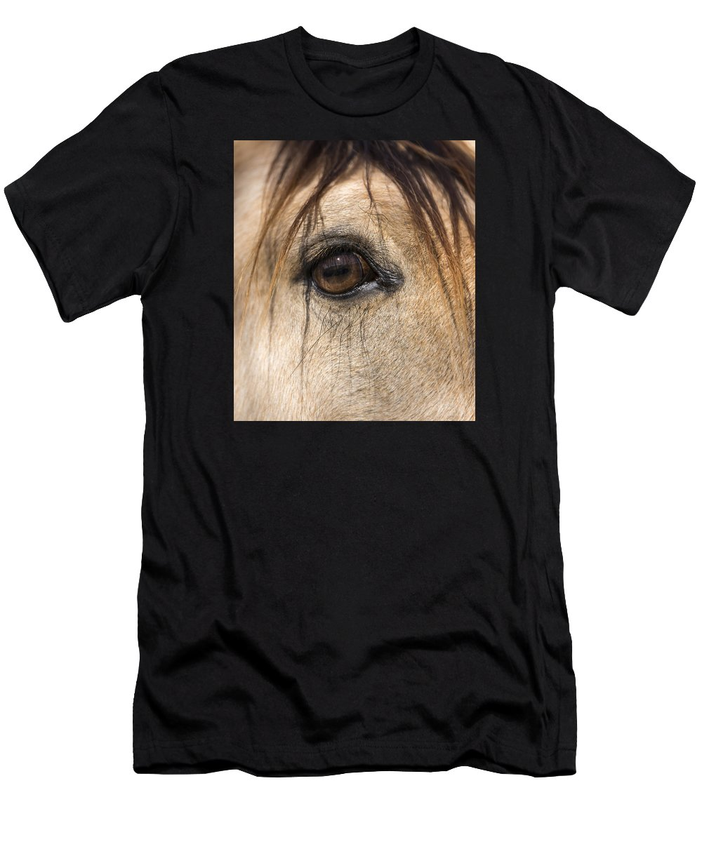 Animals Men's T-Shirt (Athletic Fit) featuring the photograph Beauty In The Eye by Lisa Moore