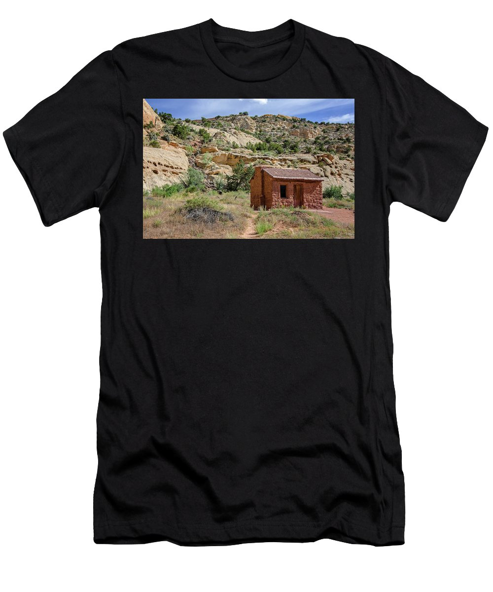 Behunin Cabin Men's T-Shirt (Athletic Fit) featuring the photograph Behunin Cabin by Susan McMenamin