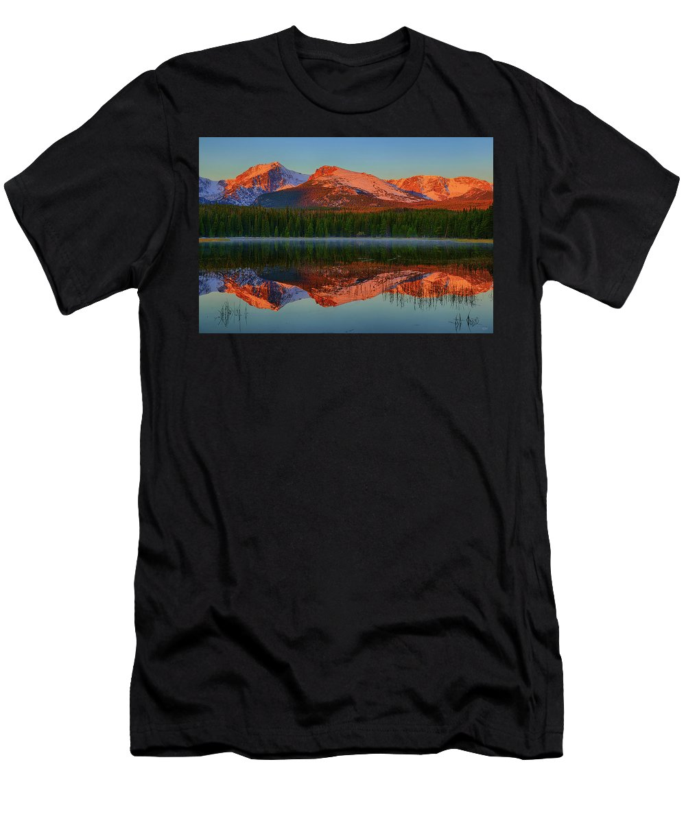 Bierstadt Lake Men's T-Shirt (Athletic Fit) featuring the photograph Bierstadt Alpenglow by Greg Norrell