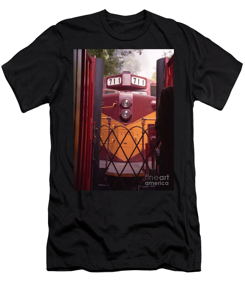 Trains Men's T-Shirt (Athletic Fit) featuring the photograph Big Red by Richard Rizzo