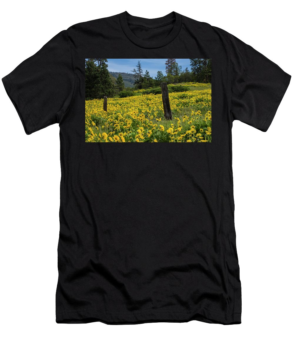 Oregon Men's T-Shirt (Athletic Fit) featuring the photograph Blooming Fence by Steven Clark