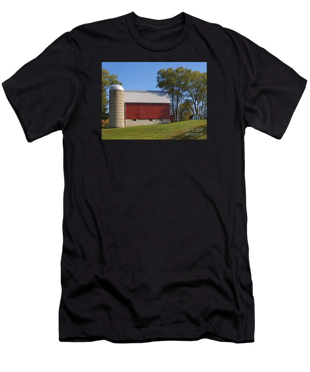Barn Men's T-Shirt (Athletic Fit) featuring the photograph Blue Sky Barn by Ann Horn