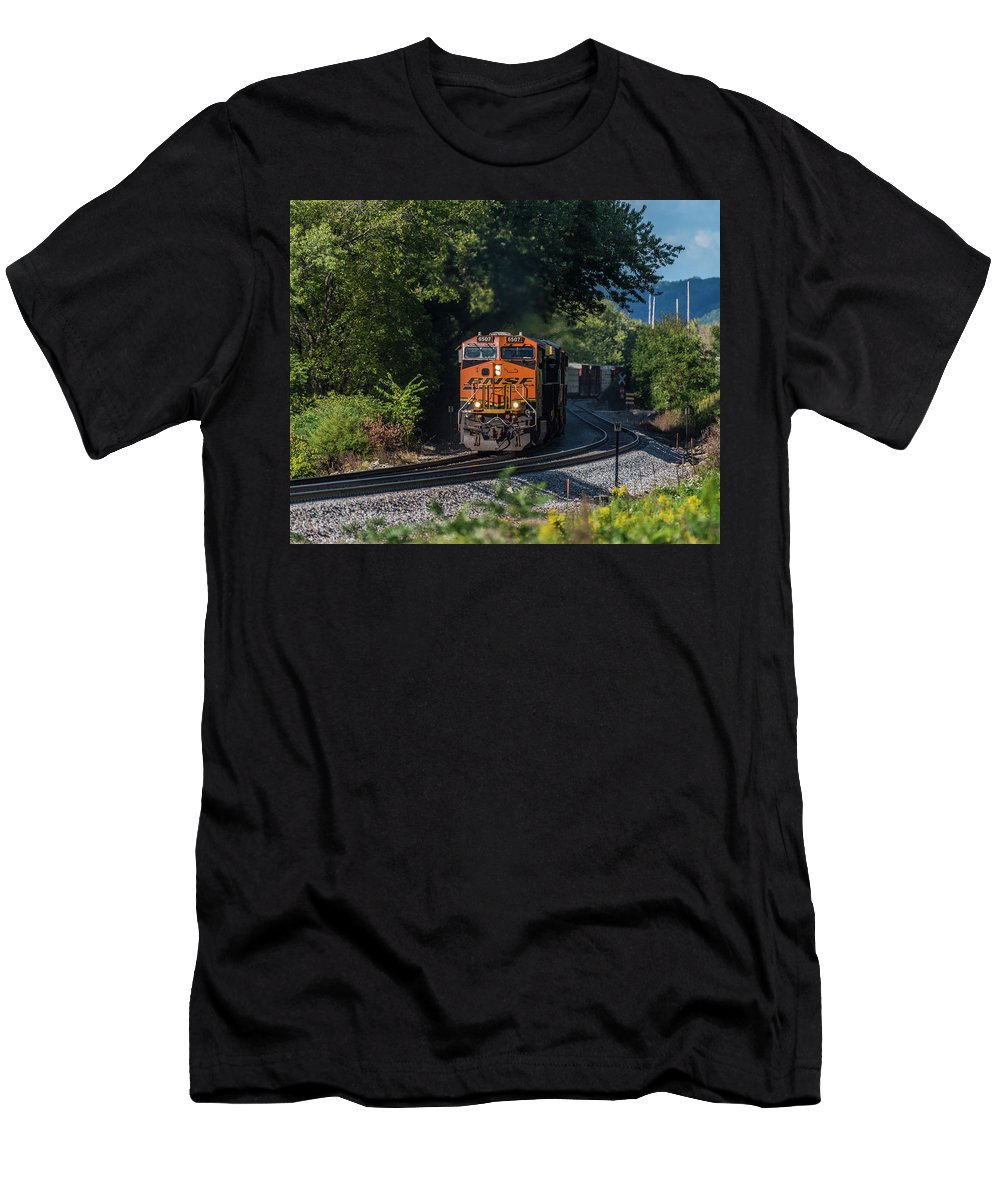 Train Men's T-Shirt (Athletic Fit) featuring the photograph Bnsf Coming Around The Curve by Thomas Visintainer