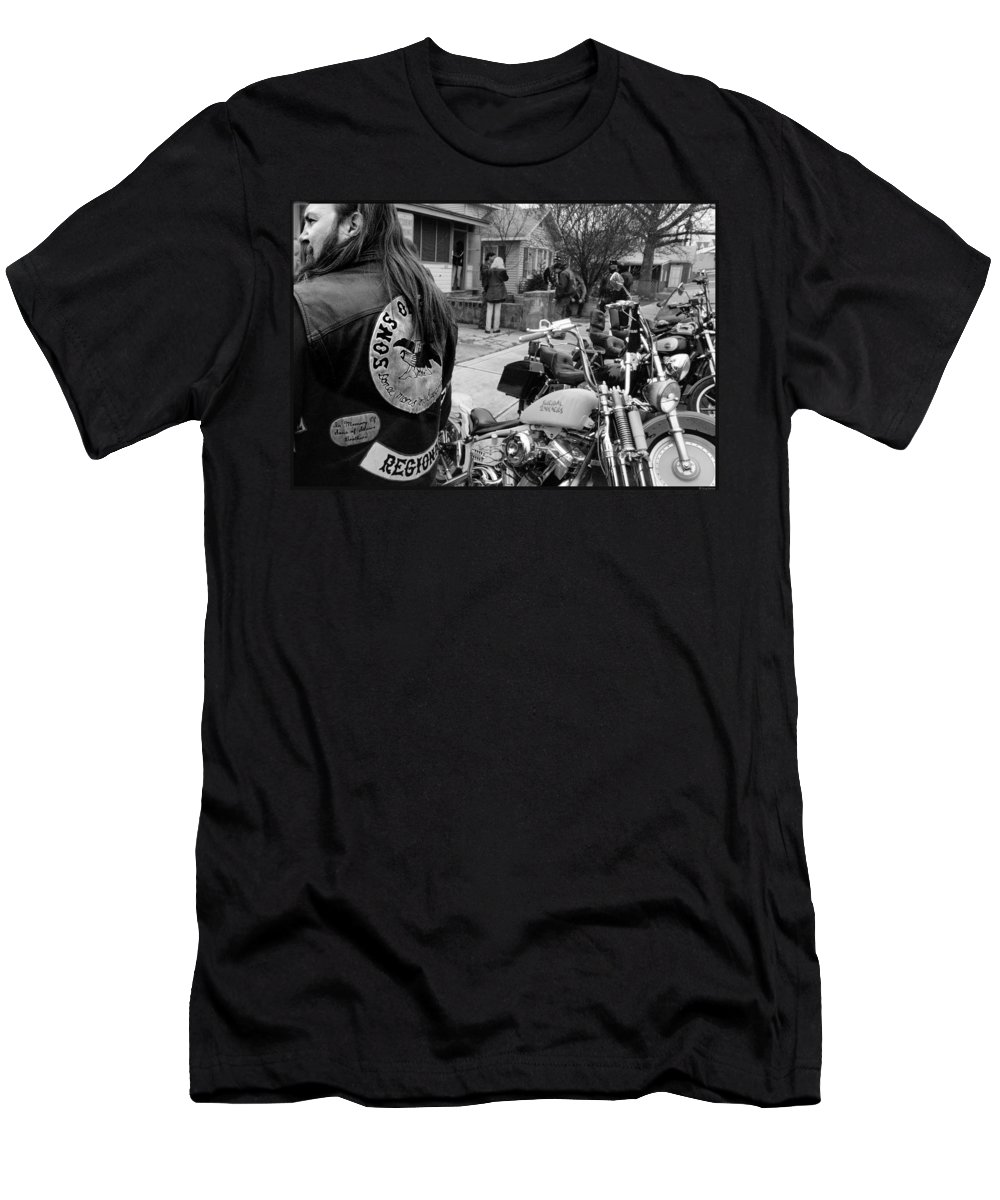 Outlaw Men's T-Shirt (Athletic Fit) featuring the photograph Break Out Run by Doug Barber