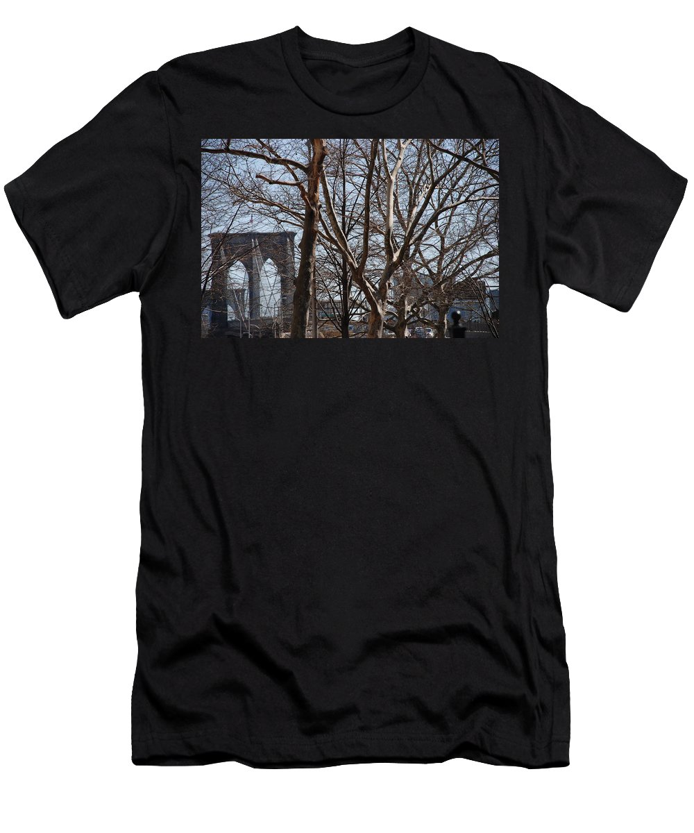 Architecture Men's T-Shirt (Athletic Fit) featuring the photograph Brooklyn Bridge Thru The Trees by Rob Hans