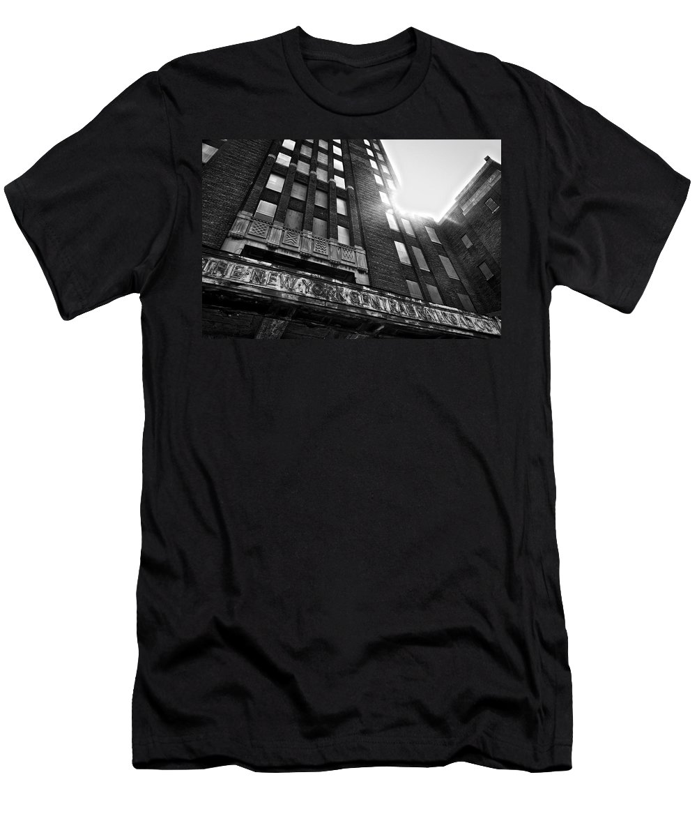 Buffalo Men's T-Shirt (Athletic Fit) featuring the photograph Buffalo Central Terminal by Benjamin Dean