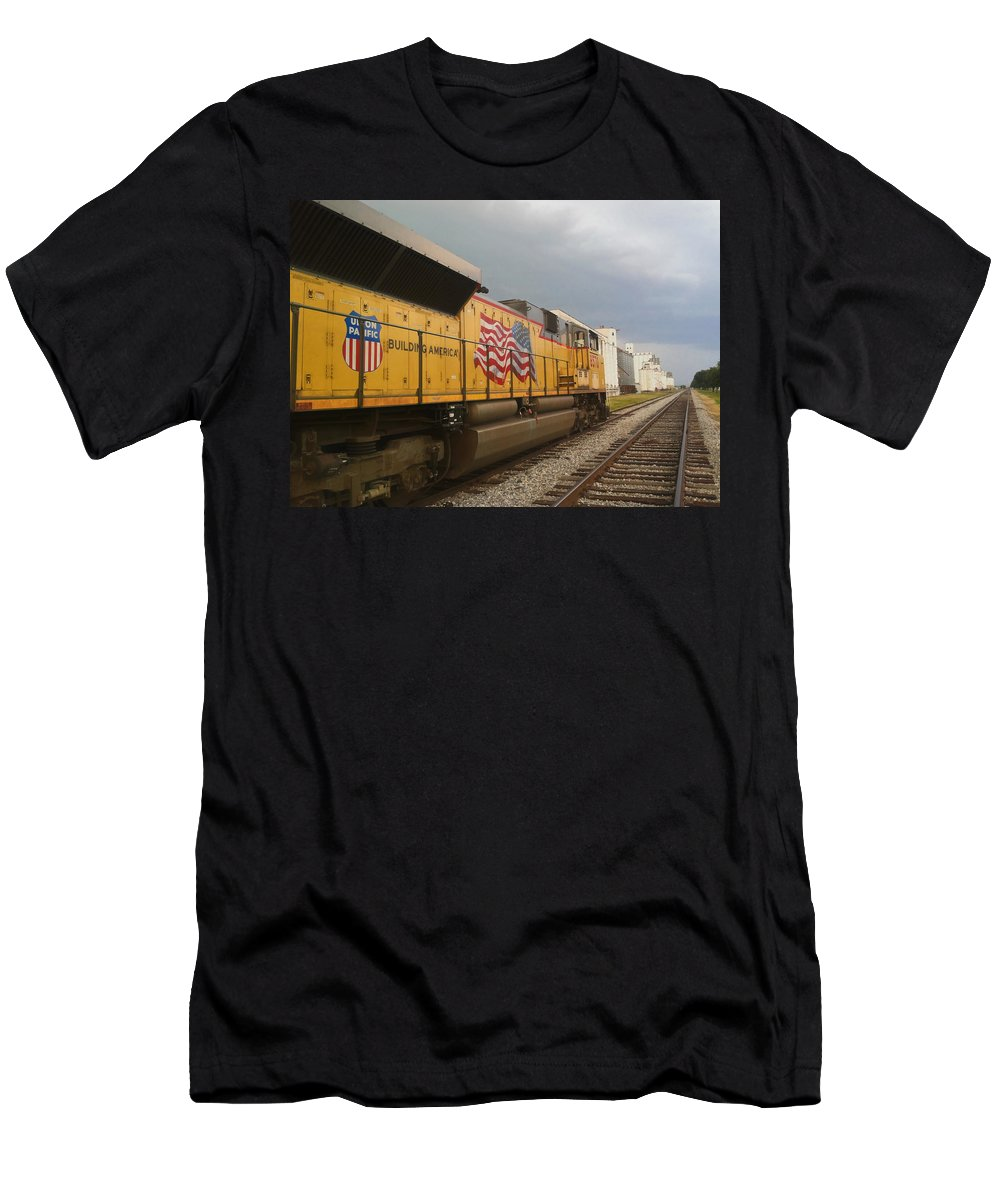 Trains Men's T-Shirt (Athletic Fit) featuring the photograph Building America by Nathan Little