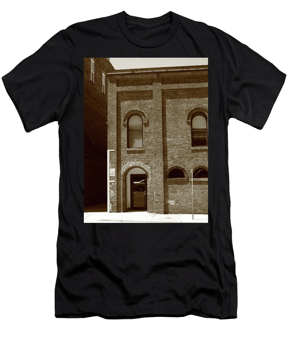 Alley Men's T-Shirt (Athletic Fit) featuring the photograph Burlington North Carolina - Arches And Alley Sepia by Frank Romeo
