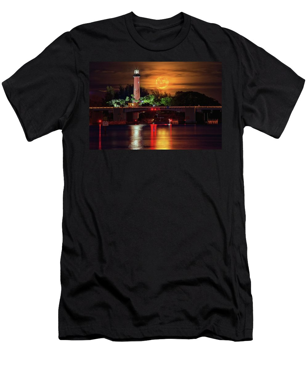 Jupiter Lighthouse Men's T-Shirt (Athletic Fit) featuring the photograph Burning Moon Rising Over Jupiter Lighthouse by Justin Kelefas